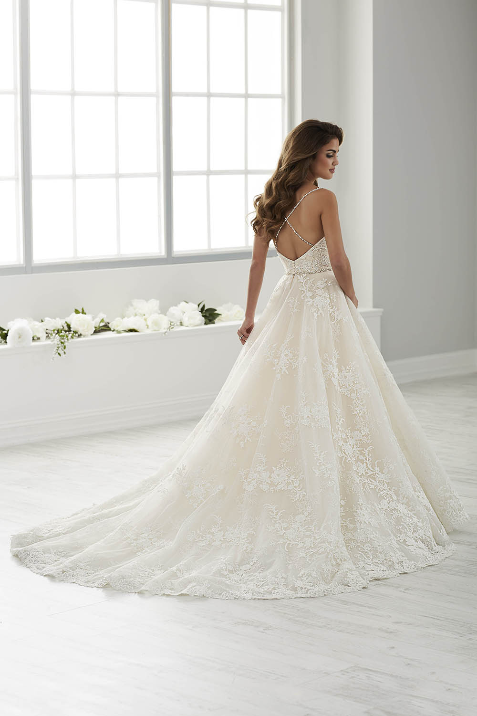 bridal-gowns-jacquelin-bridals-canada-26104